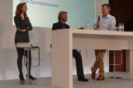 Diskussion mit Moderatorin Katrin Bauerfeind und Dr. Maximilian Senges von Google Deutschland
